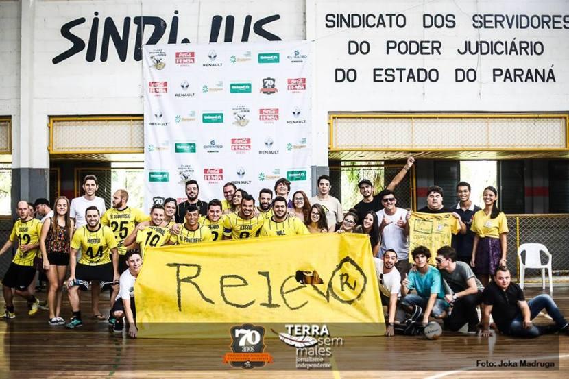 Literatura e futebol: o Relevo tem um time de futebol que regularmente participa dos torneios de futsal do Sindicato dos Jornalistas do Paraná. Foto: Reprodução Facebook/Joka Madruga - Terra Sem Males