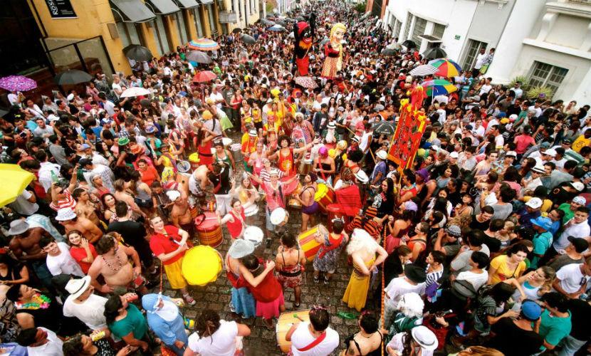 Garibaldis & Sacis no Largo da Ordem em 2013 - Foto: Julio Garrido - Reprodução/Facebook Garibaldis & Sacis