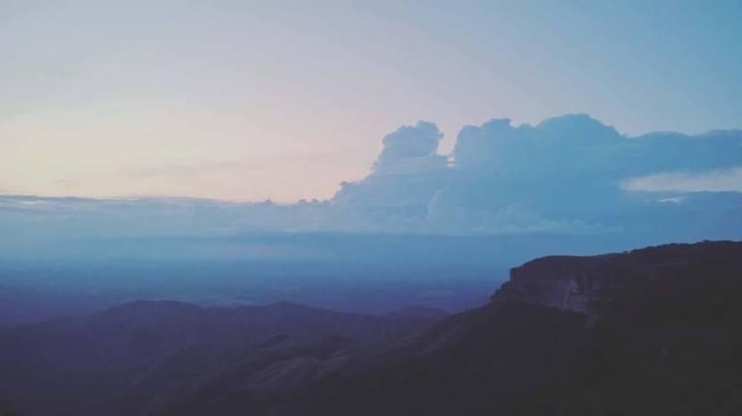 """Legenda original: """"Quase nos perdemos na estrada mas achamos o horizonte mais bonito de todos."""" - Foto: Reprodução/Facebook"""
